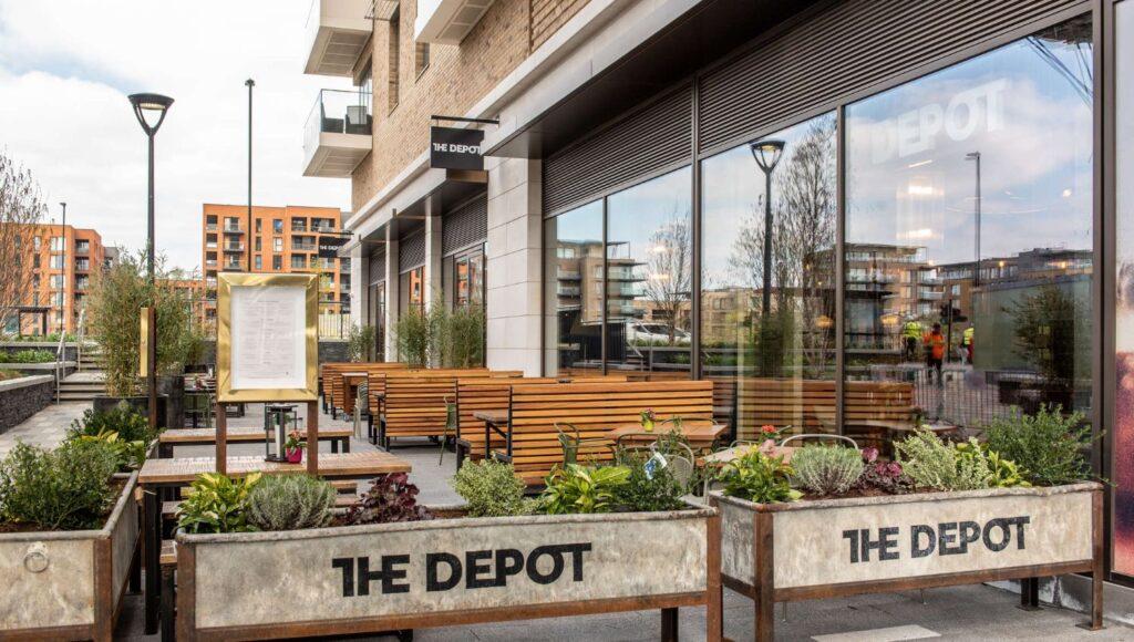 kidbrooke-greenwhich-blackheath-best-garden-marquee-covered-heated-pub-garden-tables-outdoors